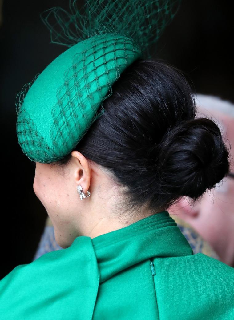 Зеленое платье-накидка Megan Markle Содружество Day Service 2020
