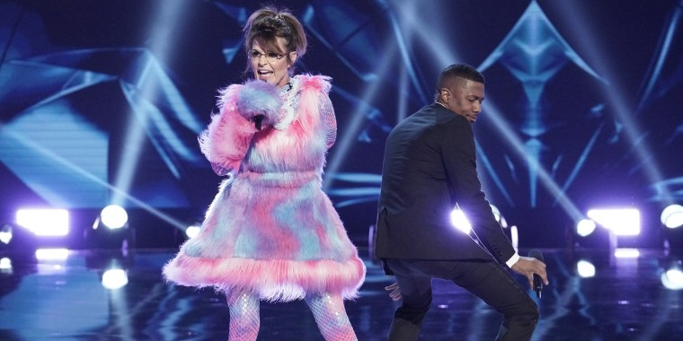 """The """"Masked Singer"""" judges were stunned to find out the Bear's identity was Sarah Palin!"""