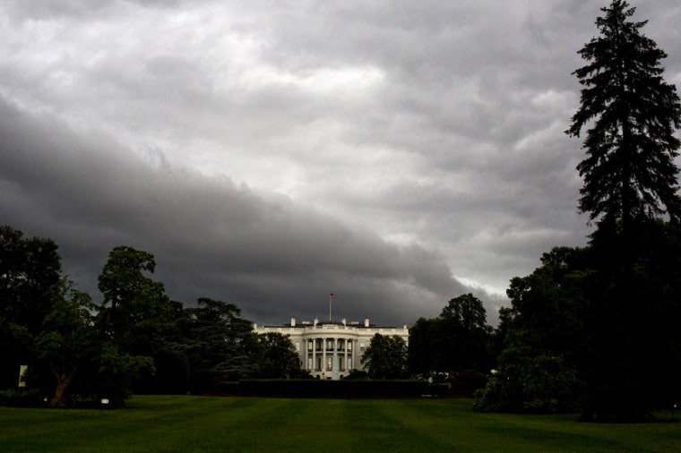 US-WEATHER-RAIN-WHITE-HOUSE