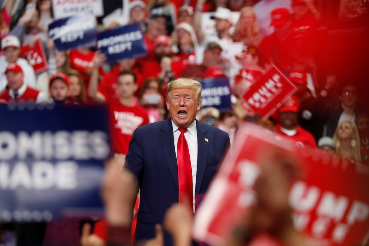 Image: U.S. President Donald Trump speaks at a campaign rally in Charlotte