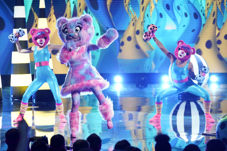 """The Bear in the all-new \""""Last But Not Least: Group C Kickoff!\"""" episode of \""""the Masked Singer.\"""""""