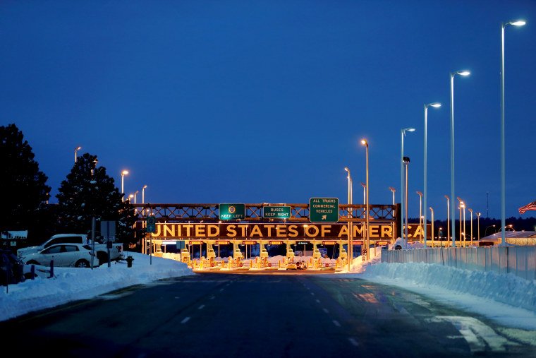 Image: The border crossing into the United States from Lacolle, Canada, in 2017.