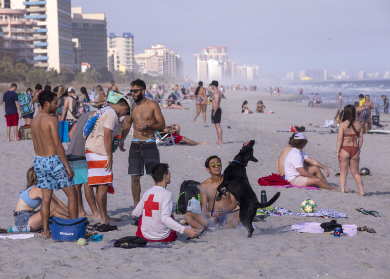 Image: Young People coronavirus, beach, spring break
