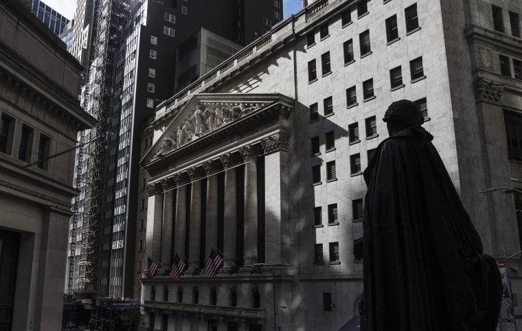 Trading On The Floor Of The NYSE As U.S. Stocks Pare Gains And Treasuries, Dollar Decline