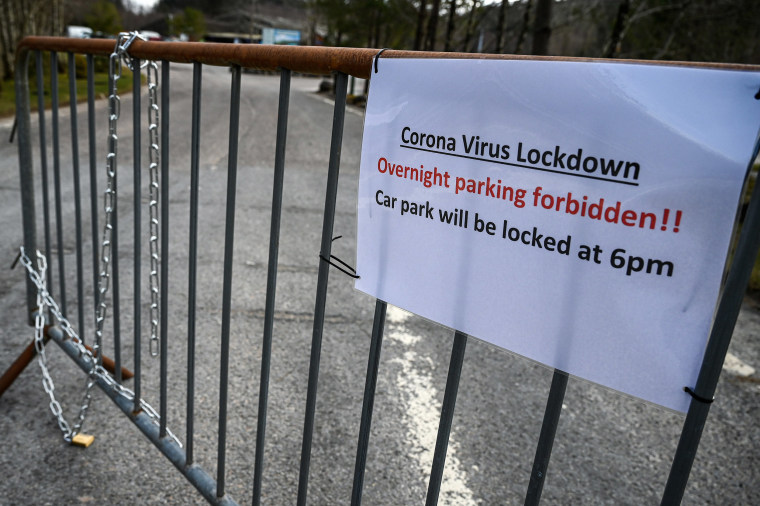 Image: A sign at Aonach Mor car park as members of the public are asked to stop traveling to the Scottish Highlands in a bid to avoid spreading the coronavirus