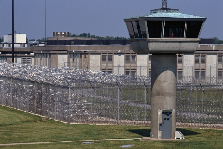 Image: Exterior of an Illinois Federal Prison