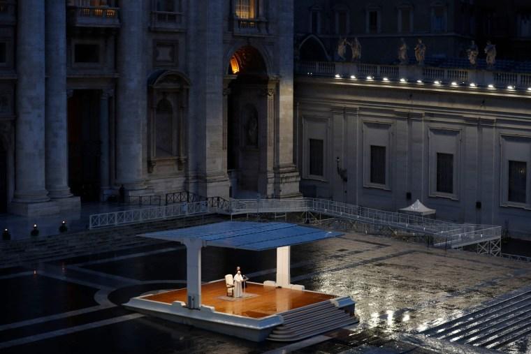 Image: TOPSHOT-VATICAN-RELIGION-POPE-HEALTH-VIRUS