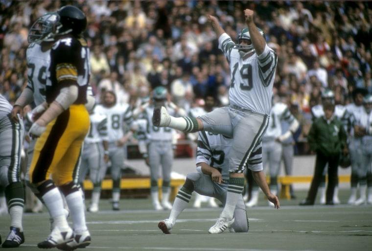 Ex-NFL kicker, Saints hero Tom Dempsey dies while battling coronavirus at 73