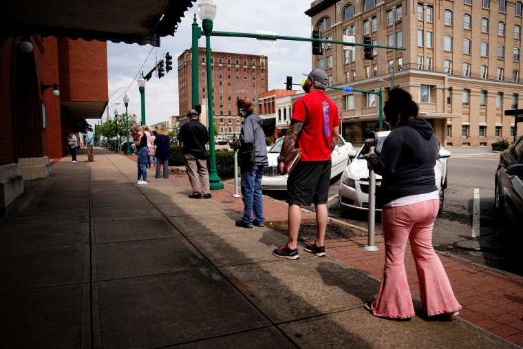 Image: People wait to file for unemployment at the Arkansas Workforce Center in Fort Smith on April 6, 2020.