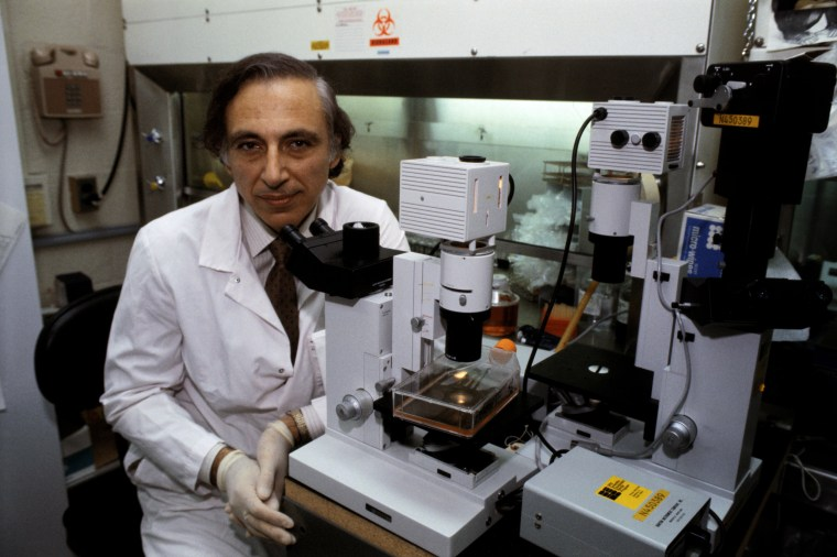 Image: Dr. Robert Gallo, a specialist in AIDS research, in a lab in 1984.