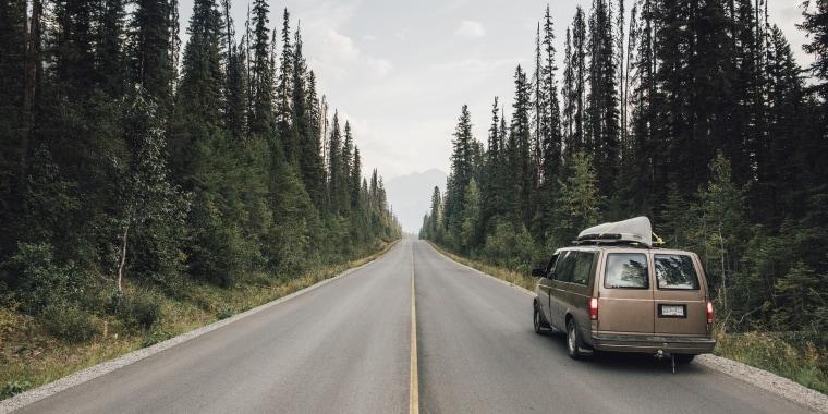 Canada, British Columbia, Emerald Lake Road, Yoho National Park, van on road