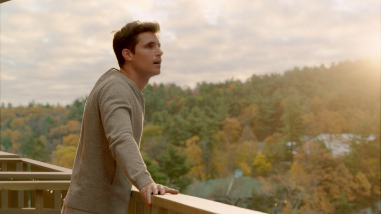 Image: Robbie Amell in Upload