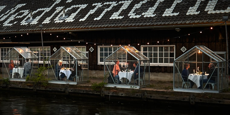 Mediamatic ETEN, a restaurant and bar in Amsterdam, is testing out a new concept where customers will dine in individual greenhouses.