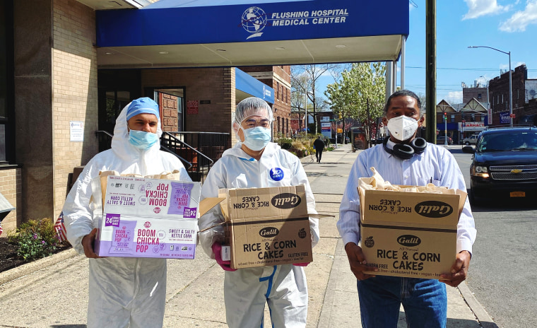 Global Physicians Network Foundation volunteers deliver wellness bags to Flushing Hospital Medical Center.