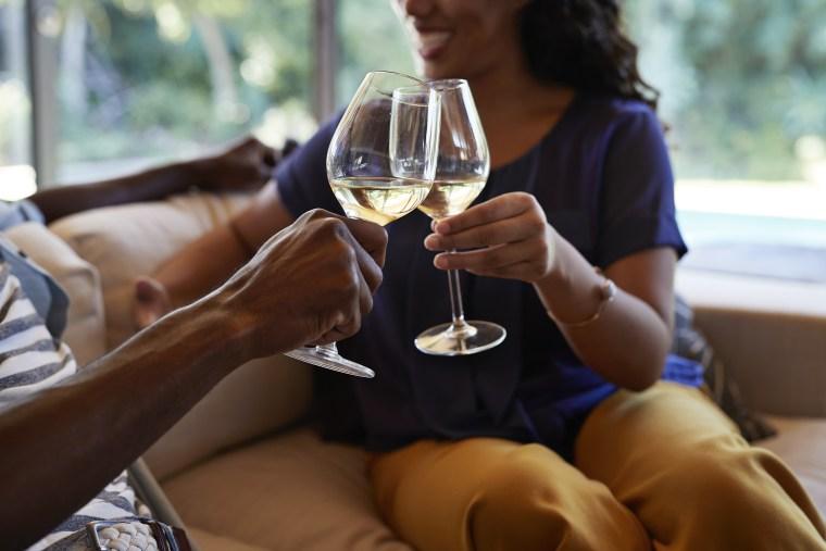 Image: Couple toasting in wine