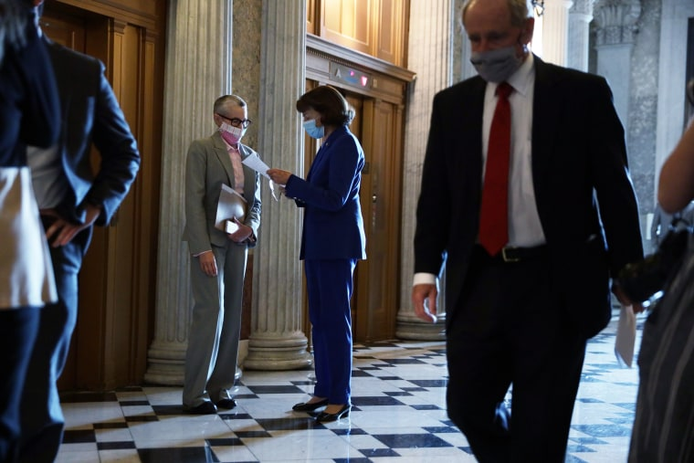 Image: Senators Vote On Foreign Intelligence Surveillance Act Reauthorization Act
