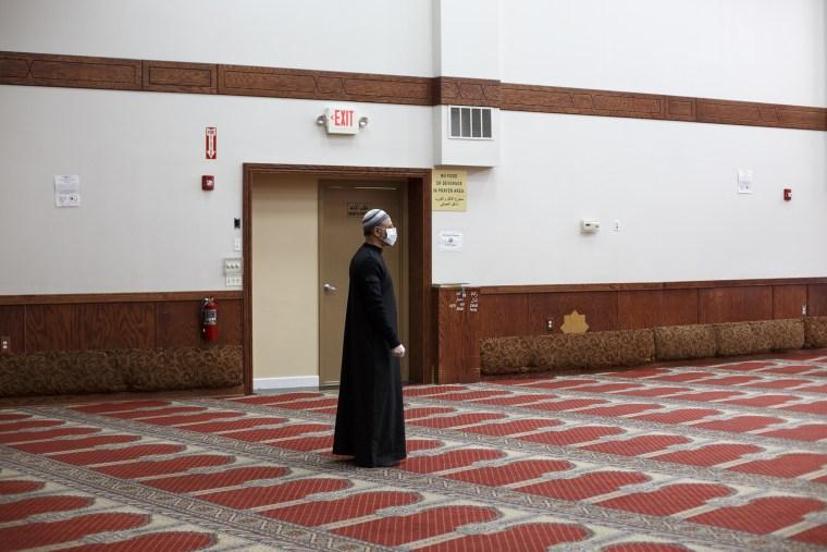 Image: Muslims In Detroit Area Mark The Start Of Ramadan