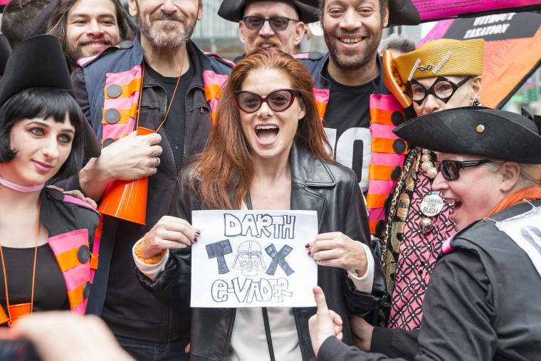 Image: Debra Messing at protest