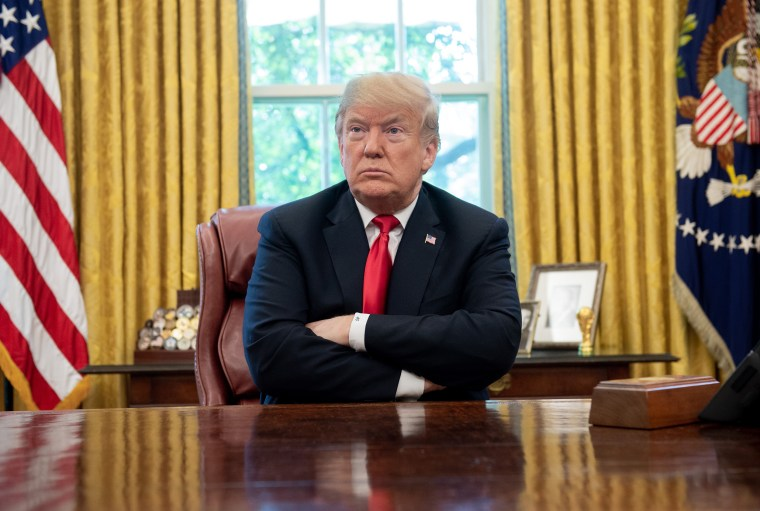 Image: Donald Trump in Oval Office