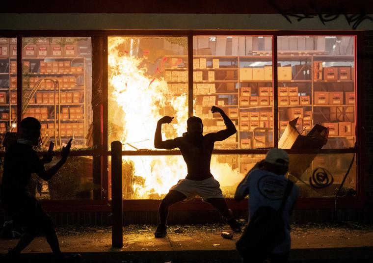 Image: Autozone fire