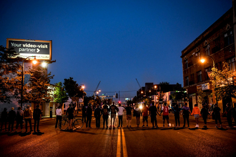 Image: Protesters form a human chain near the 5th Police Precinct during a demonstration in Minneapolis on May 30, 2020.