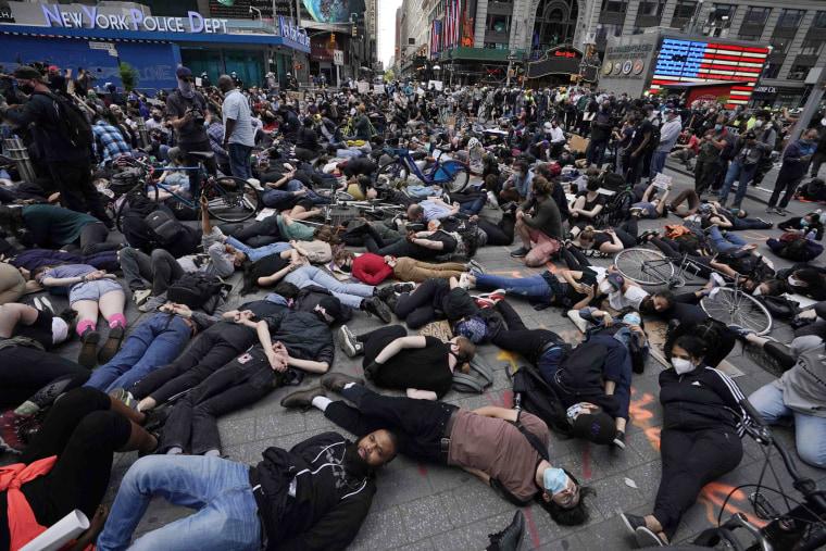 Image: TOPSHOT-US-POLITICS-POLICE-JUSTICE-RACISM-minorities-demonstrati