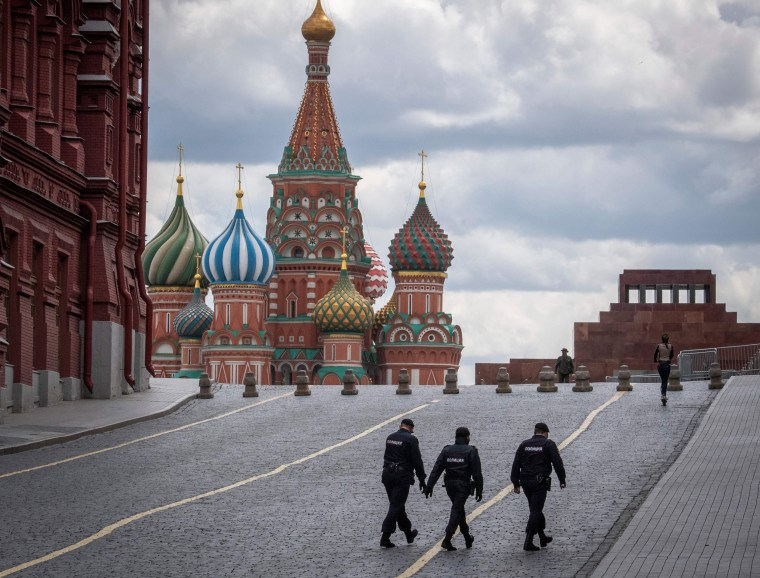 Image: Three policemen patrol Red Square in Moscow