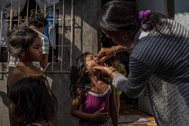Image: Mass Polio Vaccination In The Philippines