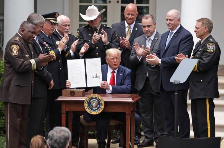 Президент Трамп подписал распоряжение «О безопасной полицейской деятельности для безопасных сообществ»
