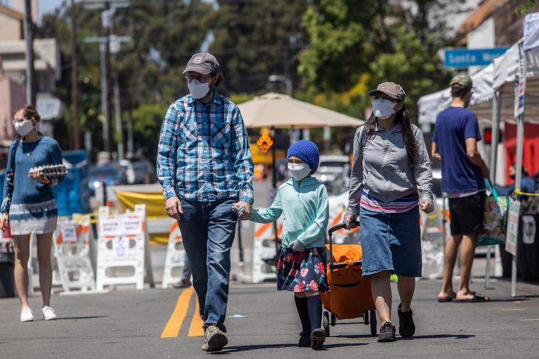 Image: Family wearing face masks