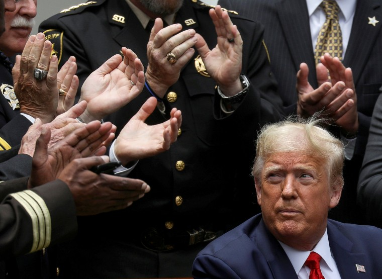 Image: U.S. President Trump signs executive order on police reform at the White House in Washington