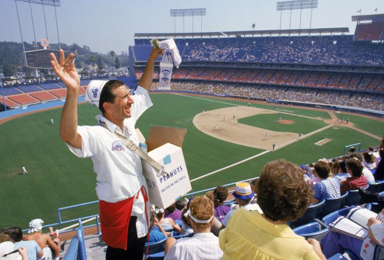 Image: Peanut vendor, Dodger Stadium, Los Angeles Dodgers