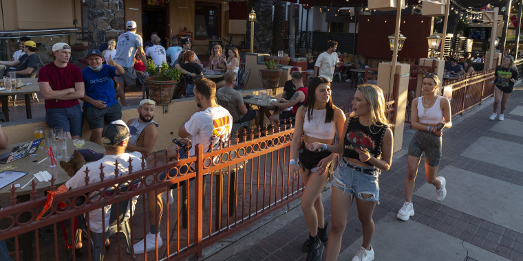 Arizona Reopens Restaurants For Dine-In Service