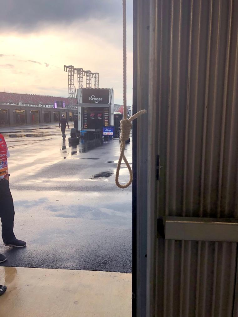 Image: Noose in garage stall