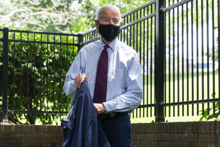 Image: Democratic presidential candidate former Vice President Joe Biden removes his jacket before speaking to families who have benefited from the Affordable Care Act during an event at the Lancaster Recreation Center