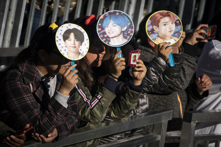Image: Fans Come Out In Droves To See K-Pop Band BTS Perform In Central Park