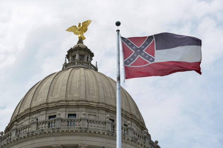 Image: Mississippi lowers old state flag at Capitol