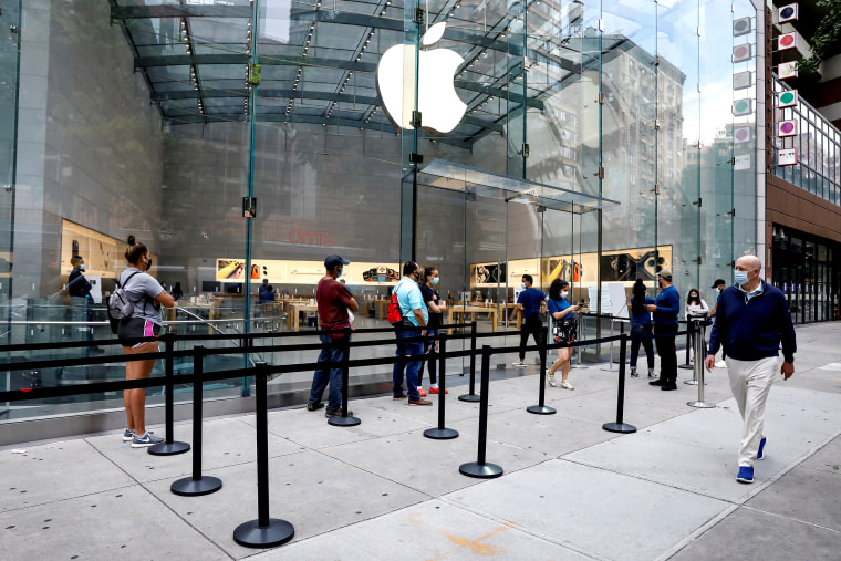 Image: FILE PHOTO: Customers distance before entering an Apple Store during phase one of reopening after COVID-19 lockdown in New York City