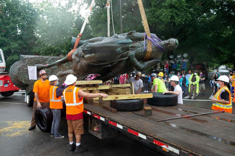 Image: Stonewall Jackson statue