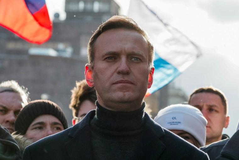 Изображение: российский оппозиционный политик Алексей Навальный принимает участие в митинге, посвященном 5-й годовщине убийства оппозиционного политика Бориса Немцова, и в знак протеста против предлагаемых поправок к конституции страны, в Москве, Россия