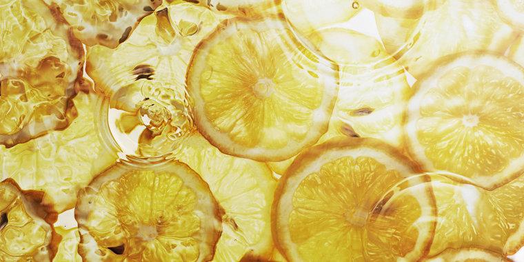 lemon slices under water