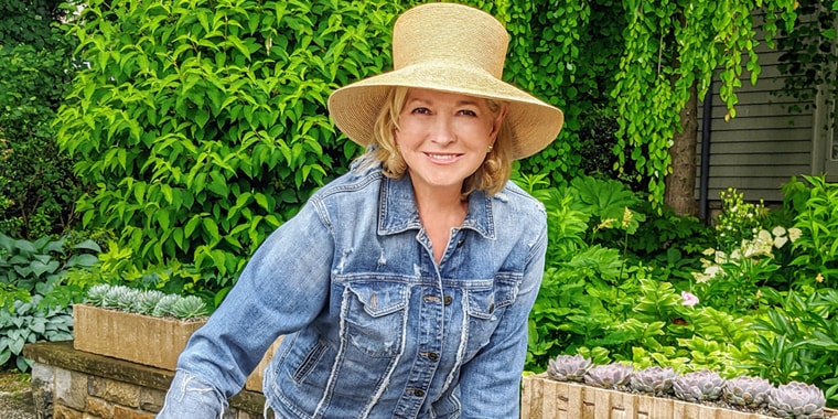 Martha Stewart is handing out gardening tips in her new HGTV show.