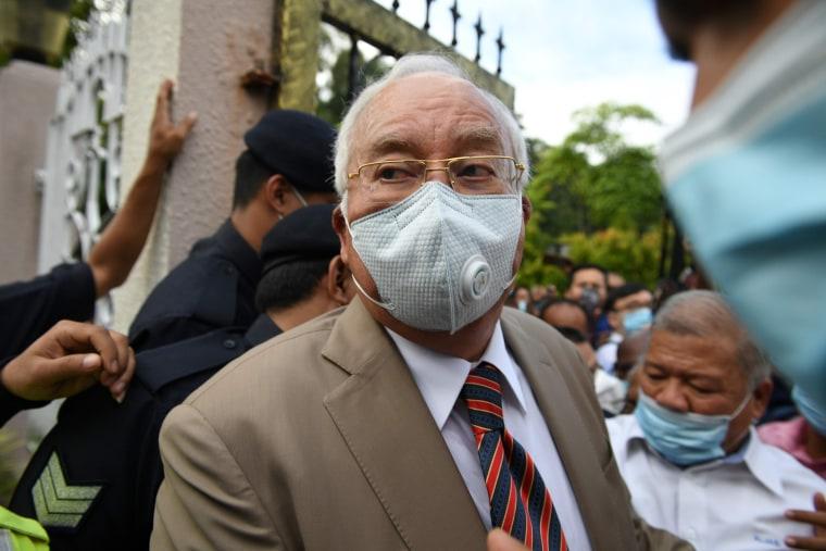 Image: TOPSHOT-MALAYSIA-POLITICS-CORRUPTION-1MDB