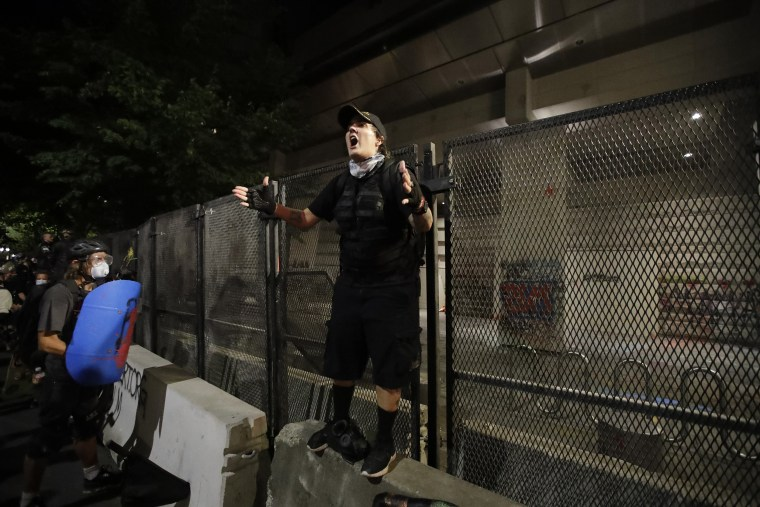 Image: Portland protest, federal courthouse fence