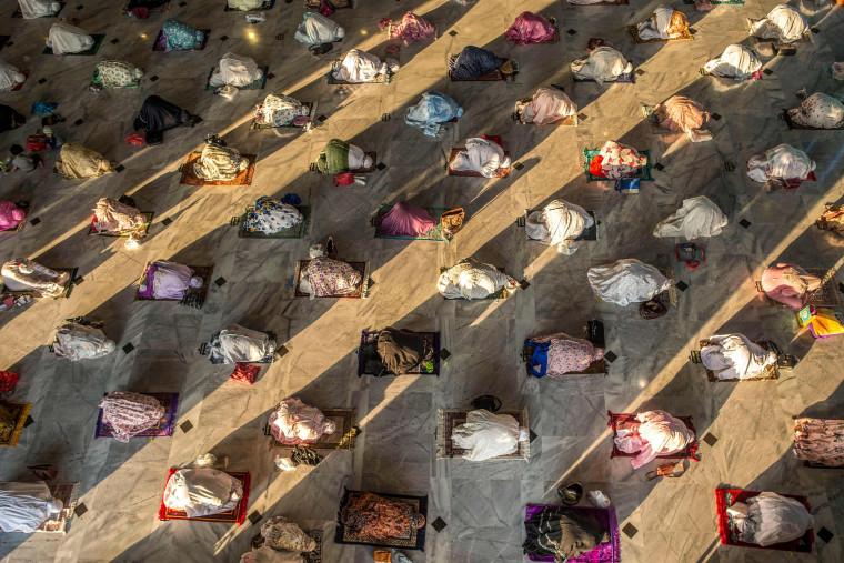 Image: TOPSHOT-INDONESIA-RELIGION-ISLAM-EID