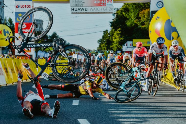 Image: TOPSHOT-CYCLING-POLAND-CRASH