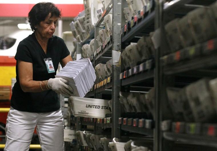Image: U.S. Postal Service Proposes Cutting 120,000 Jobs