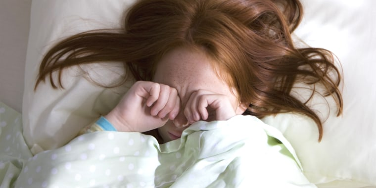 It might seem impossible to convert your night owl child into one who wake promptly for school, but the experts say it is possible with just a little preparation.