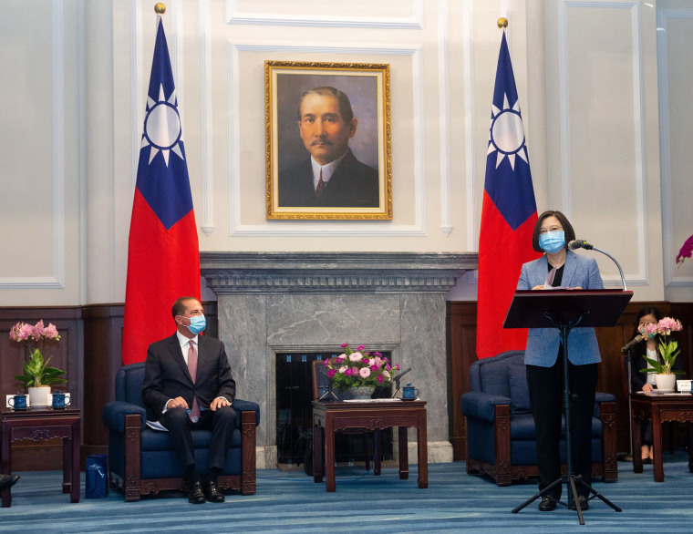 Image: Taiwan President Tsai Ing-wen wearing a face mask speaks during a meeting with U.S. Secretary of Health and Human Services Alex Azar at the presidential office, in Taipei