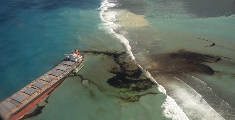 Image: Oil leaking from the MV Wakashio, a bulk carrier ship that recently ran aground off the southeast coast of Mauritius